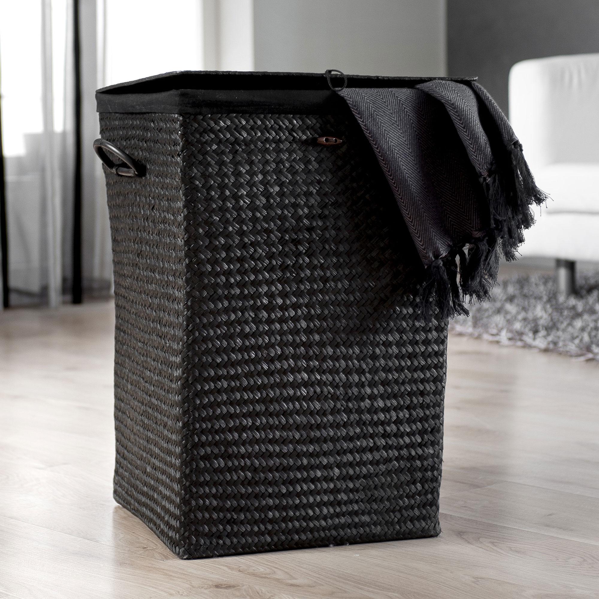 Черная корзина для белья