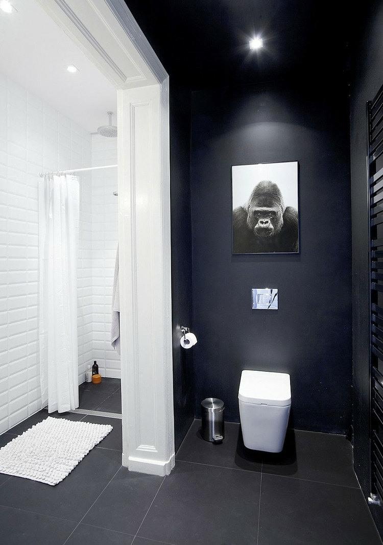 Покраска стен в ванной в черный цвет