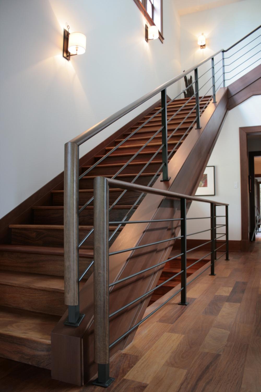 Черные перила для лестницы