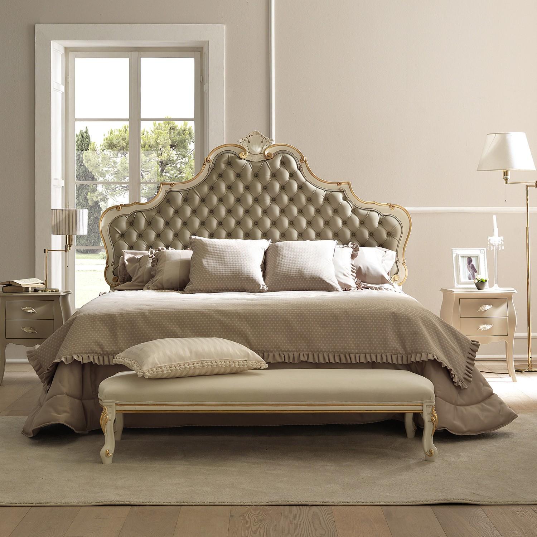 Классическая кровать с мягким изголовьем