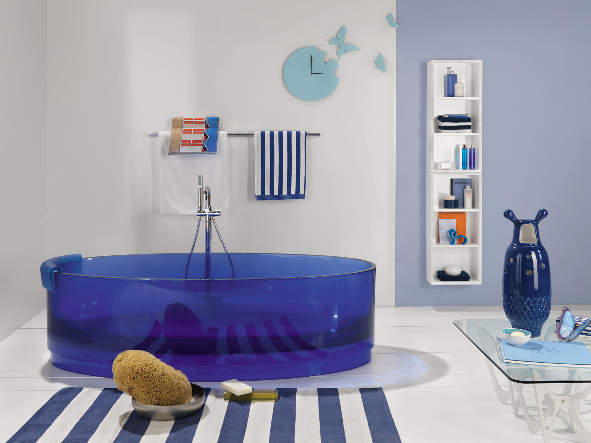 Синяя акриловая ванна