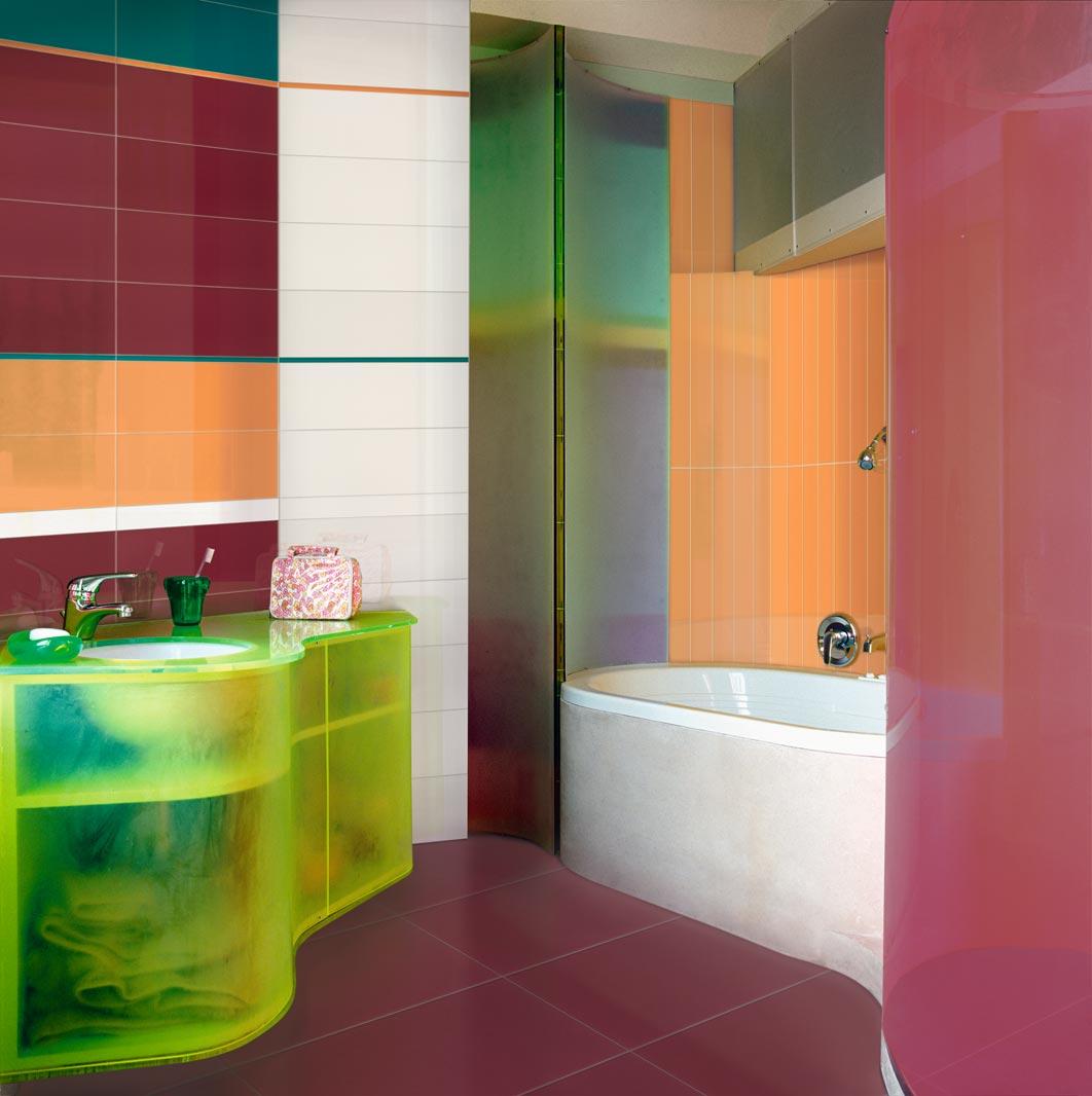 Разноцветный интерьер ванной