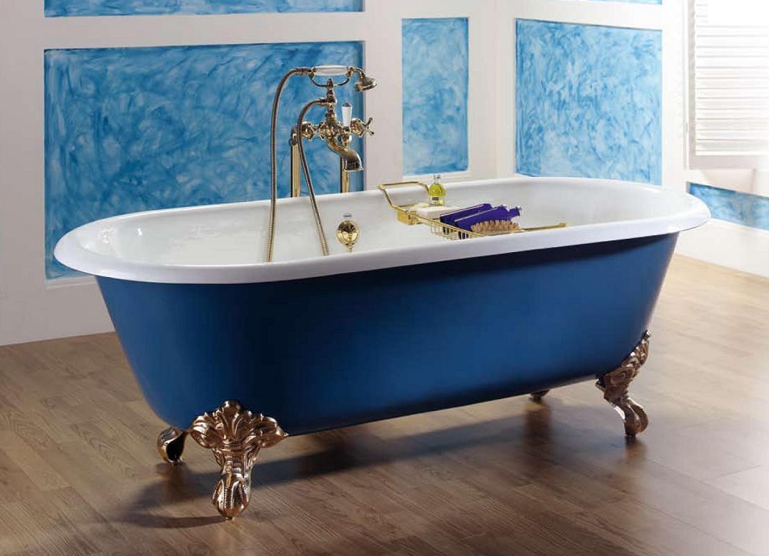 Синяя стальная ванна