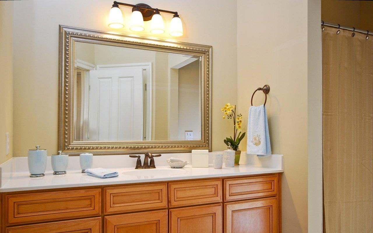 Декоративная штукатурка цвета капучино в ванной