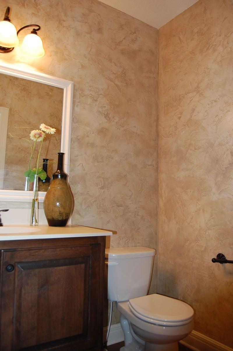 Кремовая декоративная штукатурка в отделке ванной
