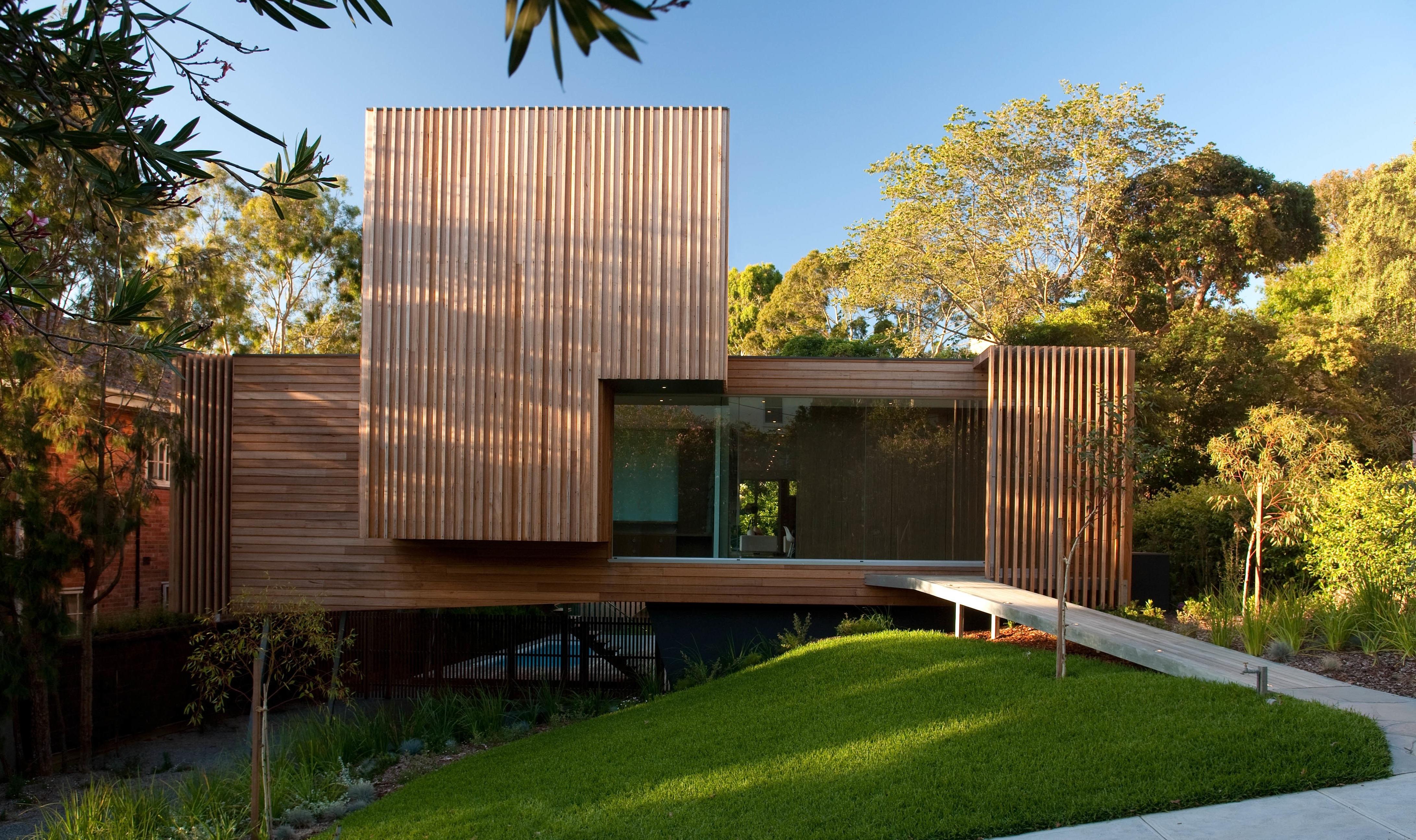Дом из дерева в стиле хай тек