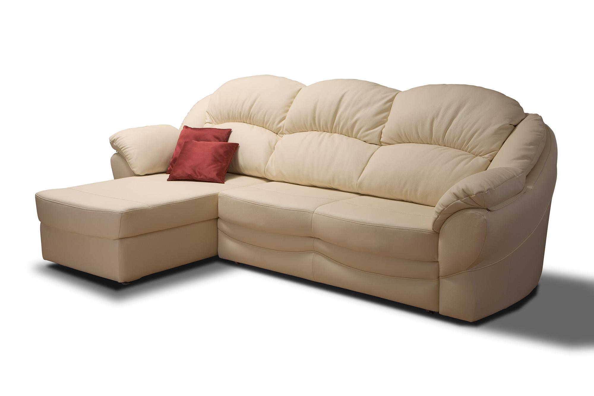 Бежевый диван с оттоманкой