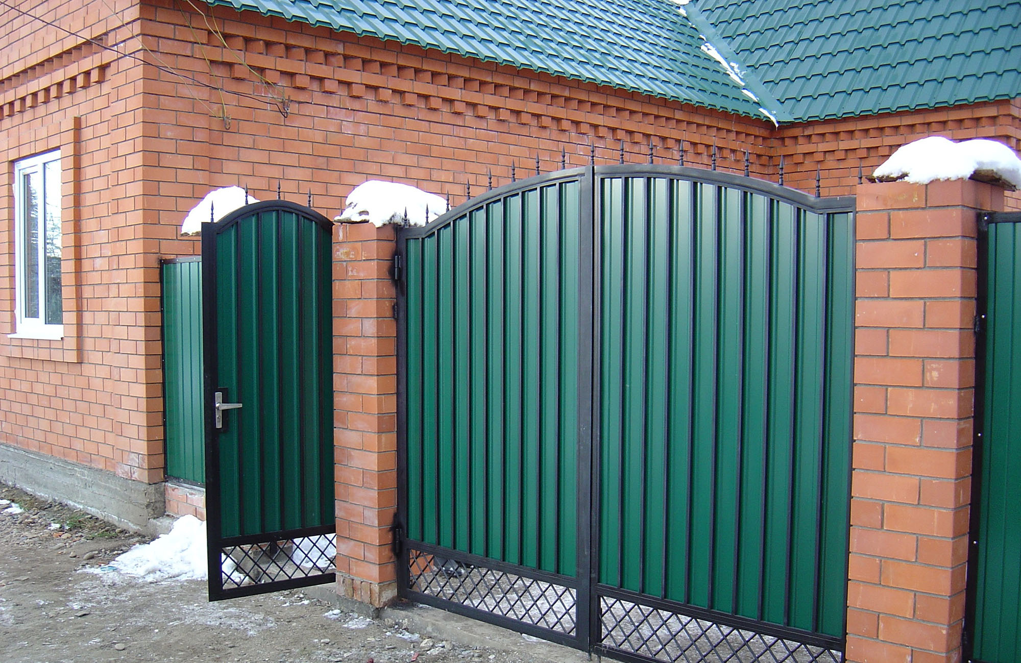 Калитка и ворота из зеленого профнастила