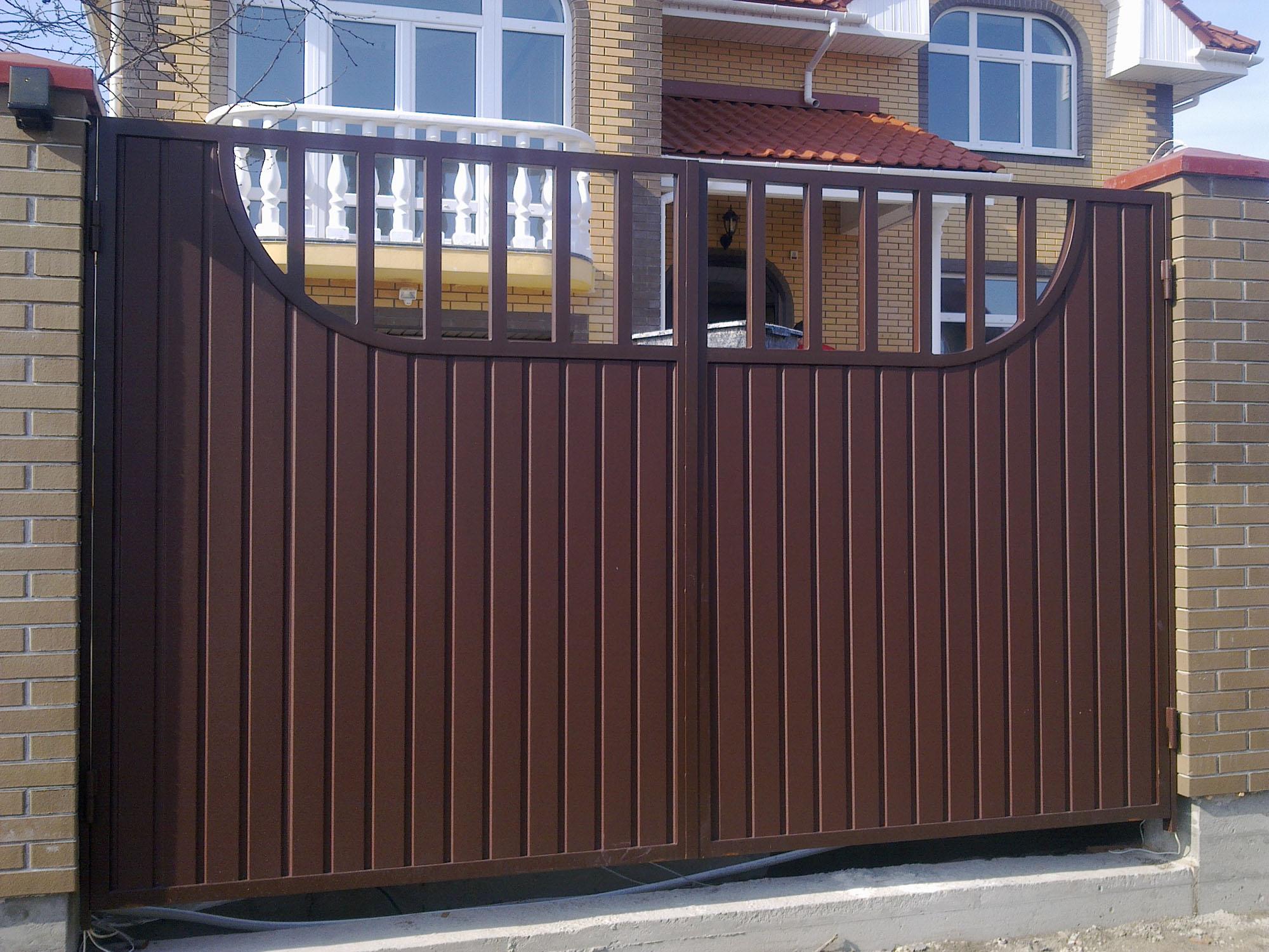 Комбинированные ворота из профнастила
