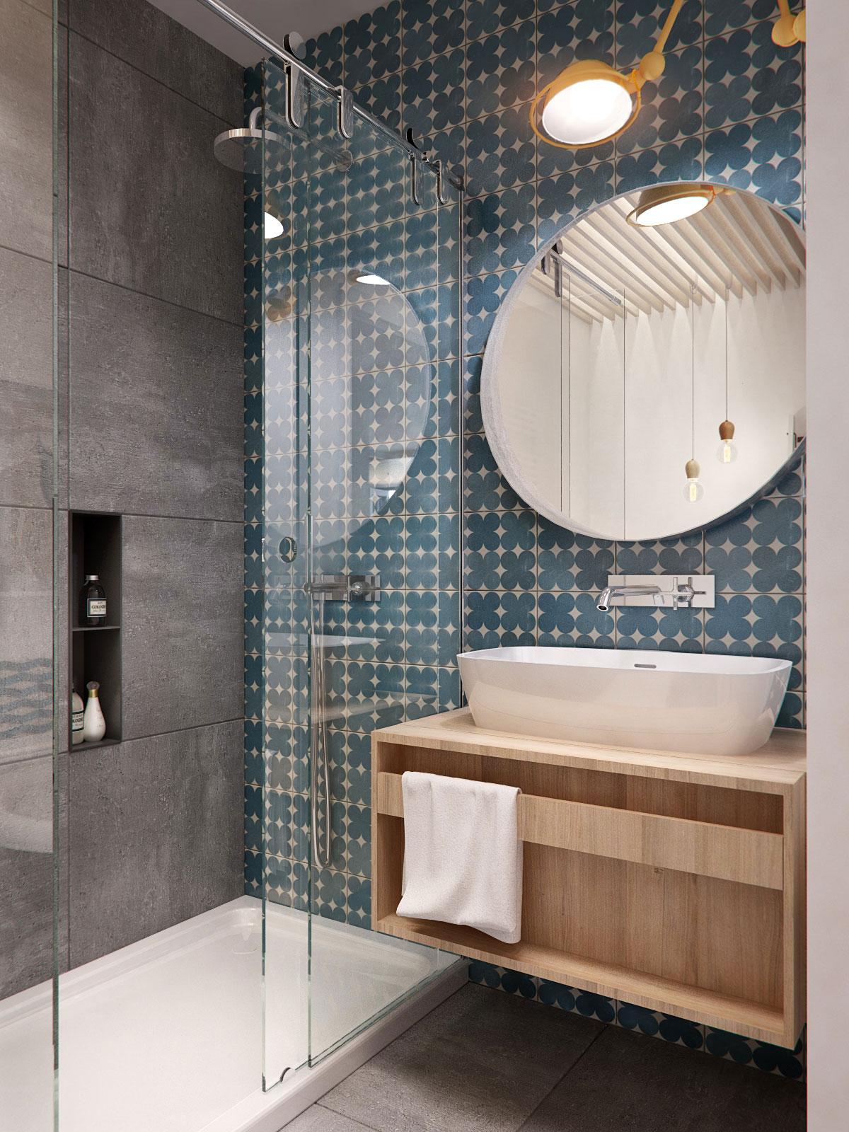Серая и сине-белая плитка в дизайне стен ванной