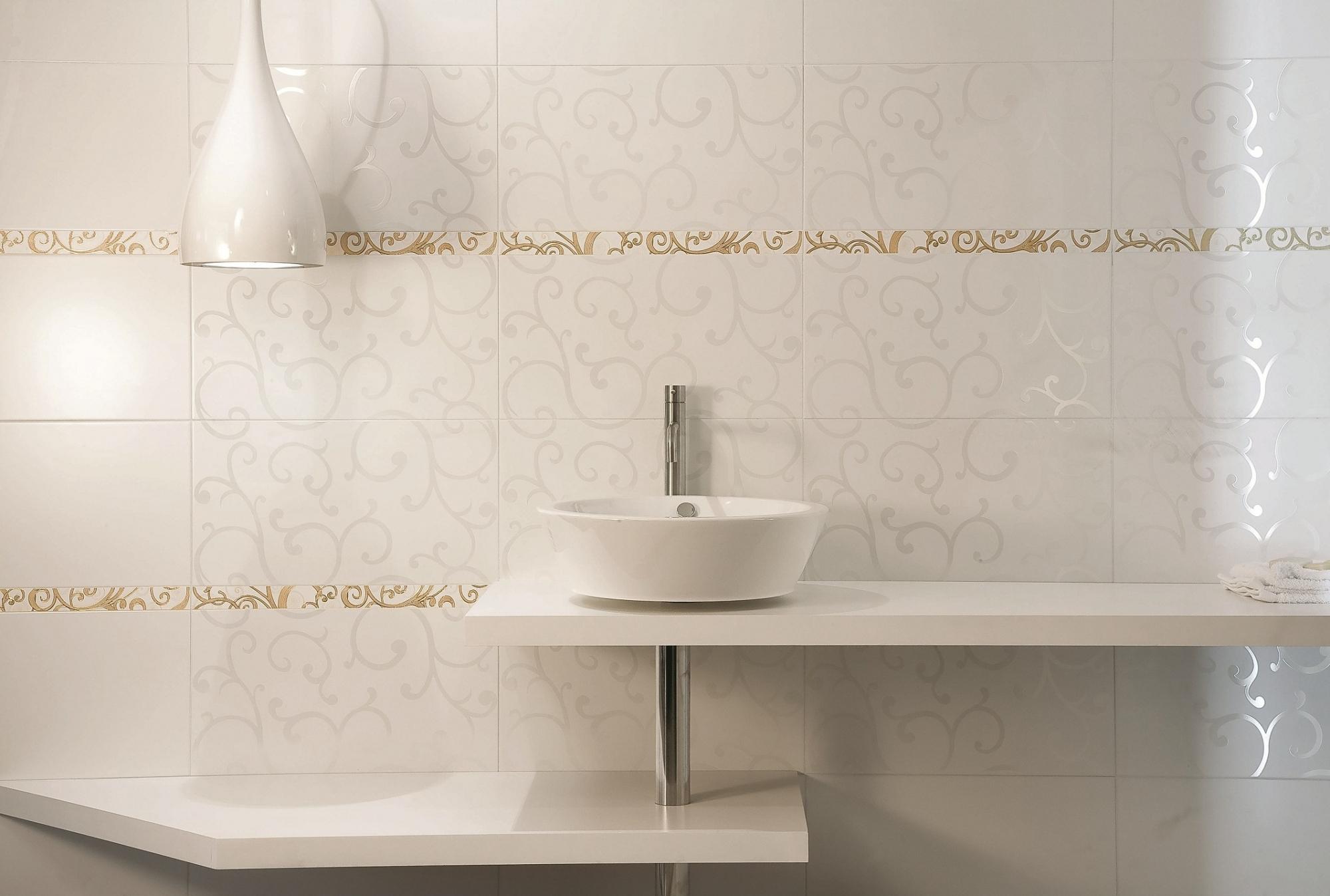 Керамическая плитка с узорами в дизайне ванной комнаты