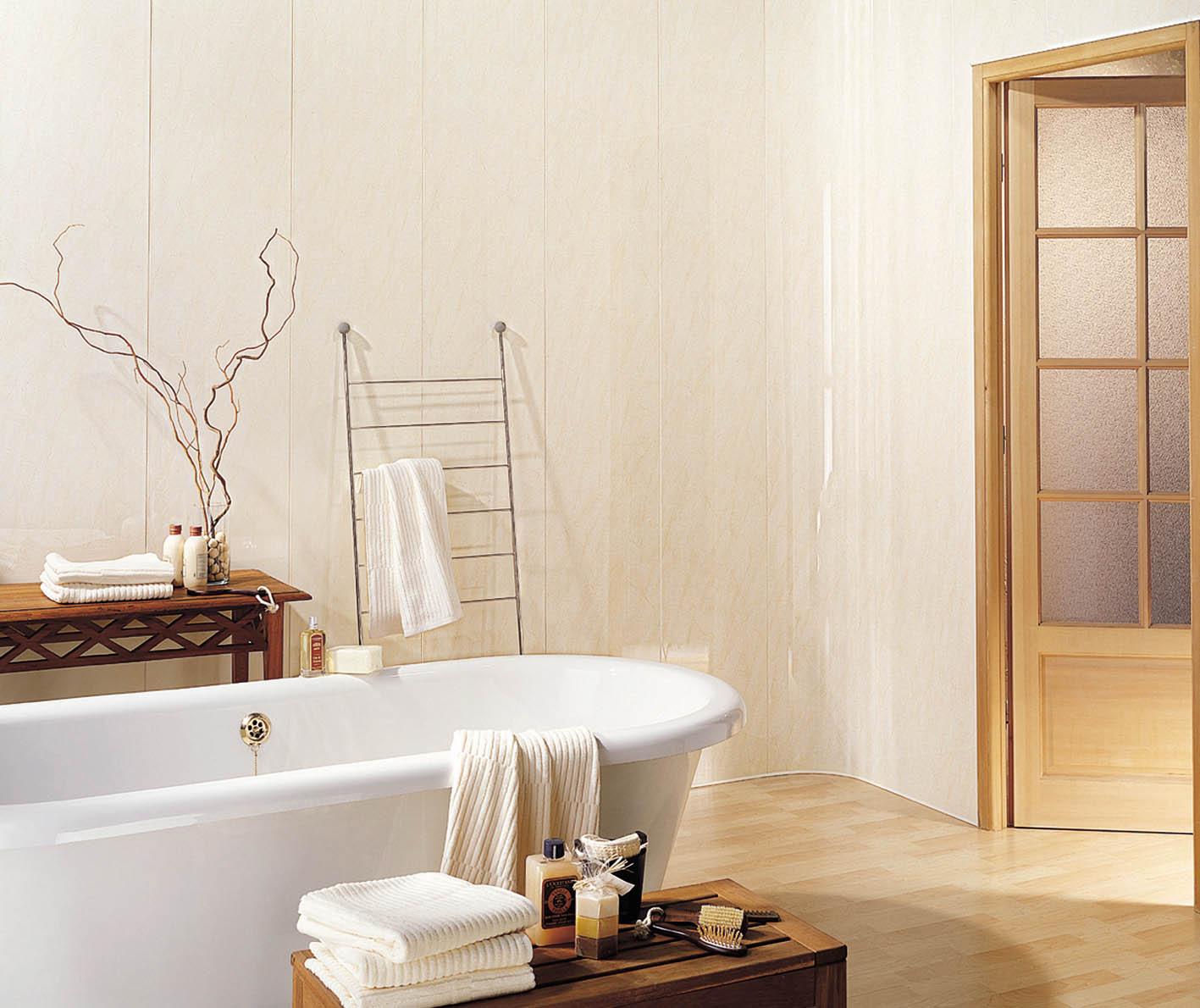 Бежевые пластиковые панели в дизайне ванной комнаты