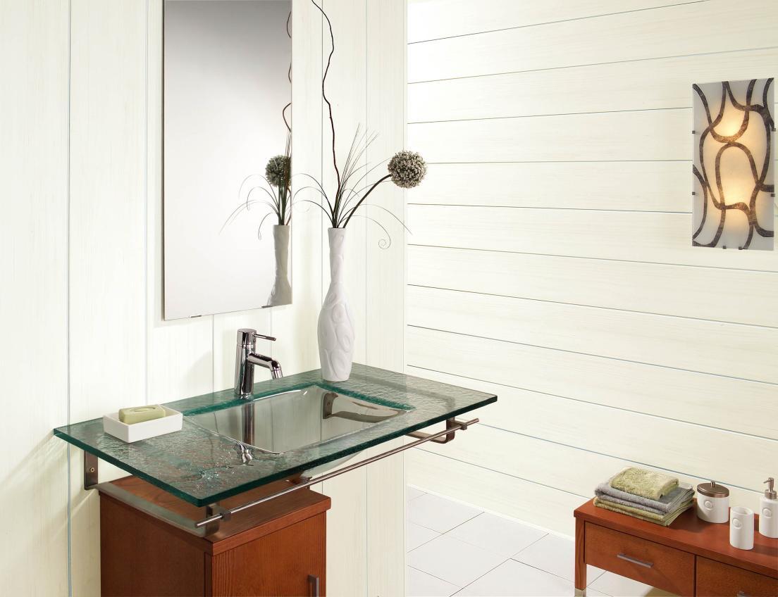 Белые пластиковые панели в дизайне ванной комнаты
