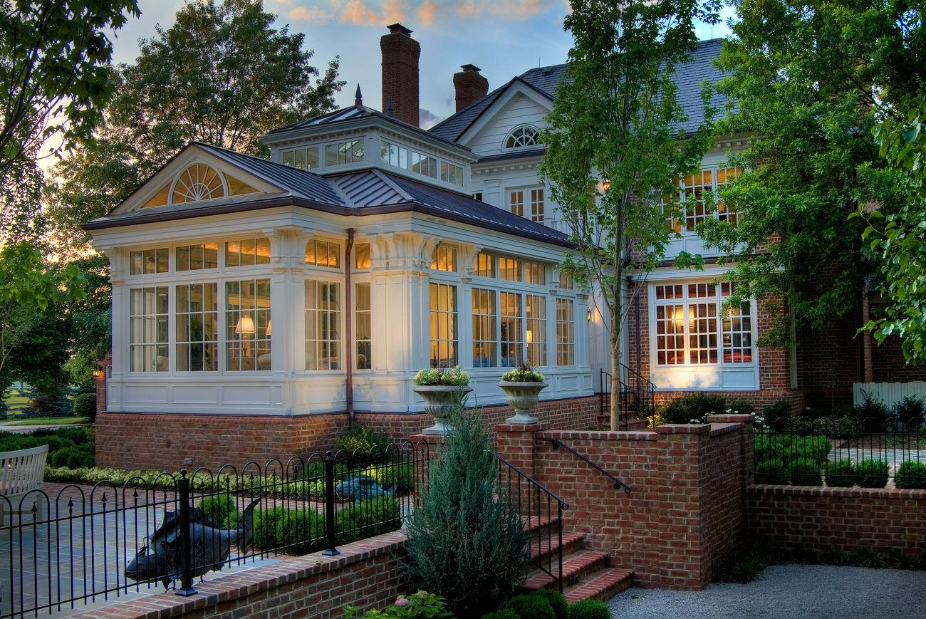 Кирпичный дом в классическом стиле