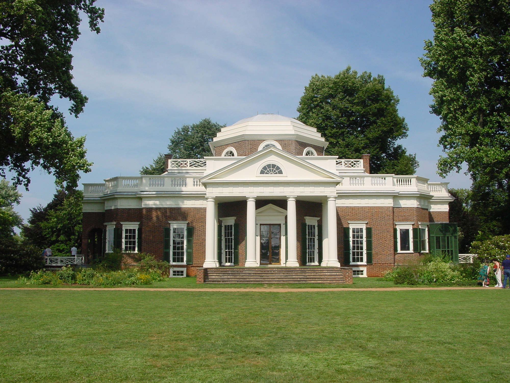 Стильный кирпичный классический дом