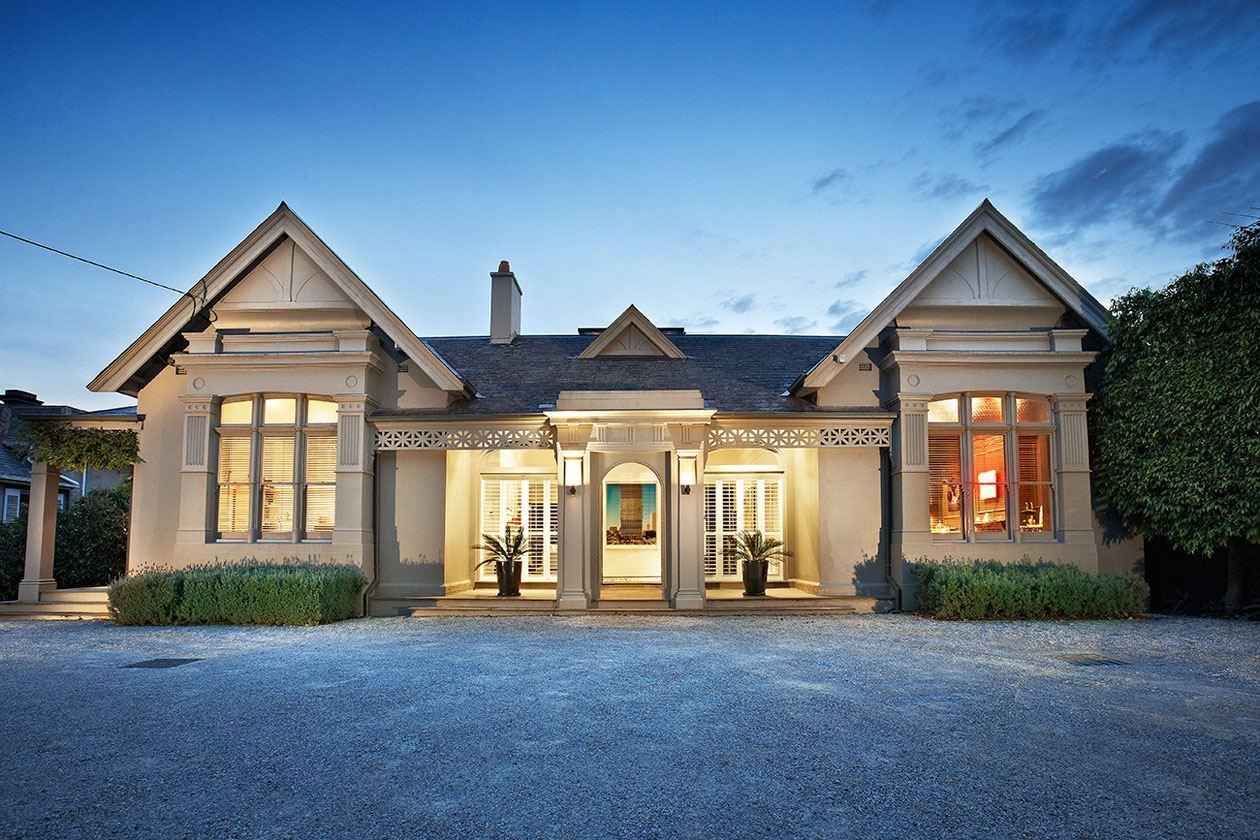 Небольшой классический дом