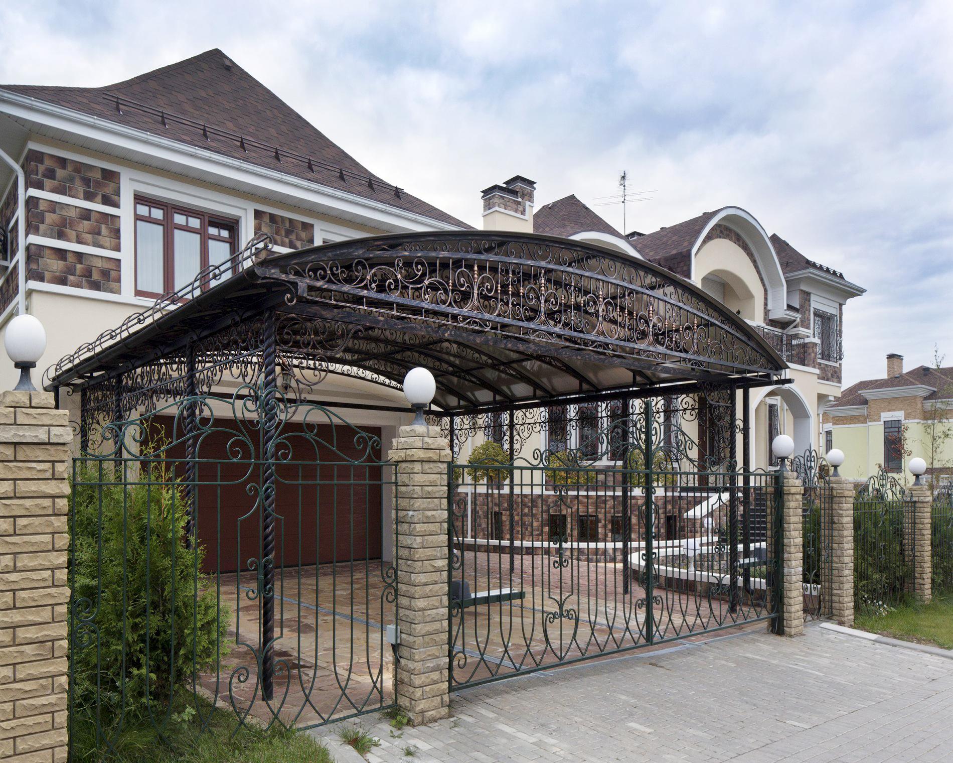 Дом в классическом стиле с гаражом