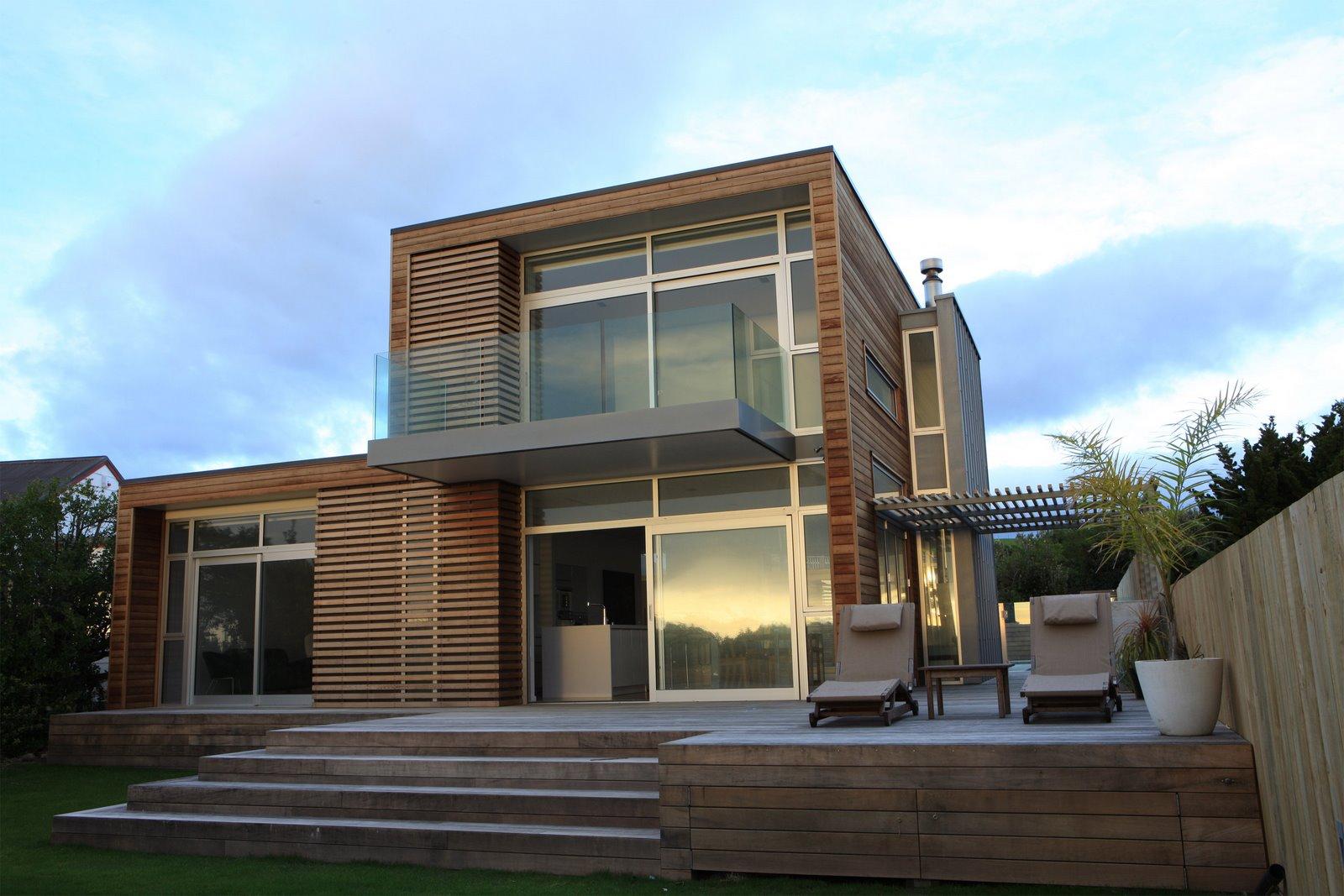 Красивый двухэтажный дом в стиле хай-тек