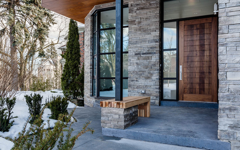 Отделка фасада дома в стиле хай-тек камнем