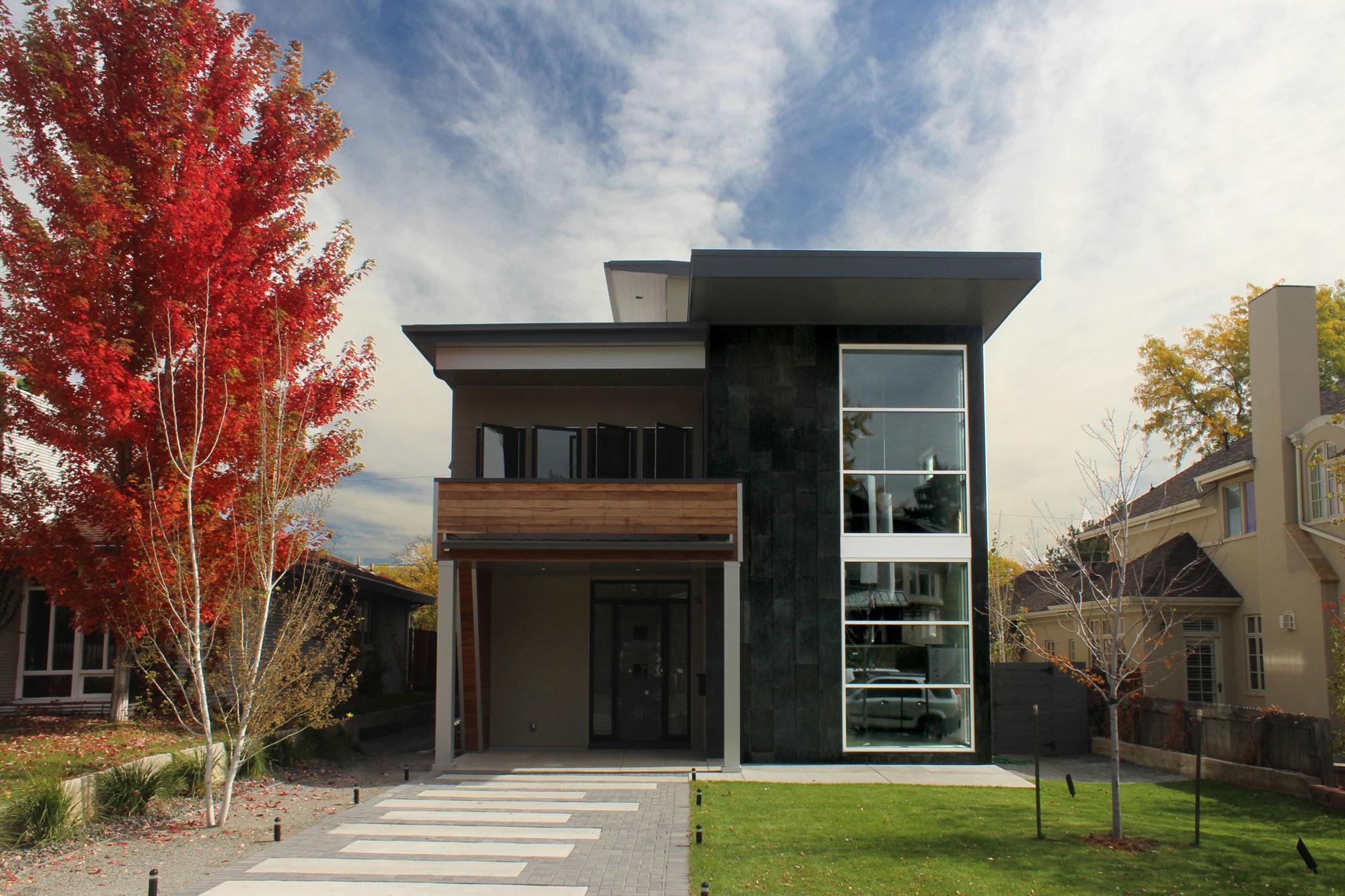 Компактный современный дом в стиле хай-тек
