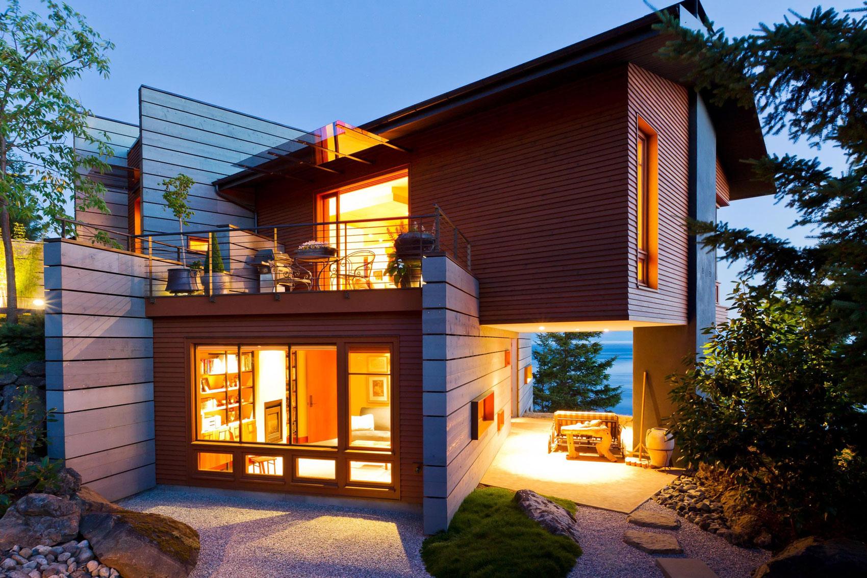 Небольшой необычный дом в стиле хай-тек