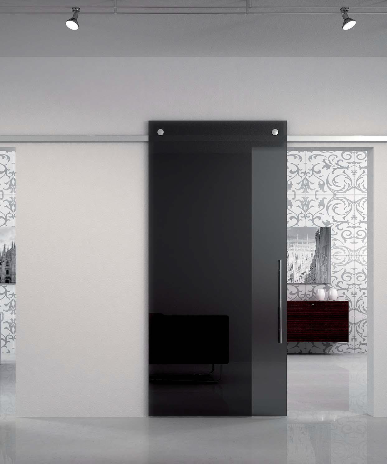 Черная раздвижная дверь в ванную
