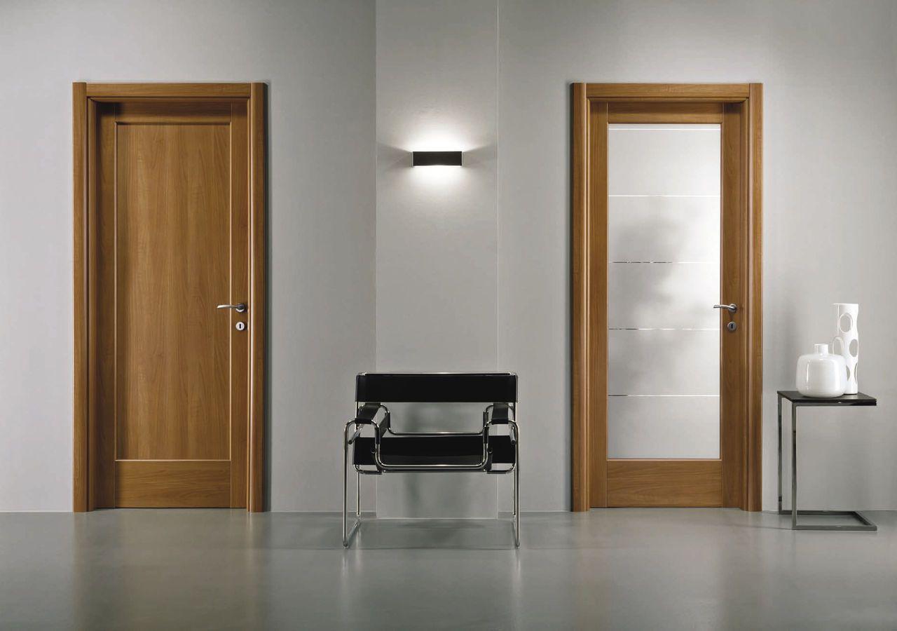 Ламинированная коричневая дверь в ванную