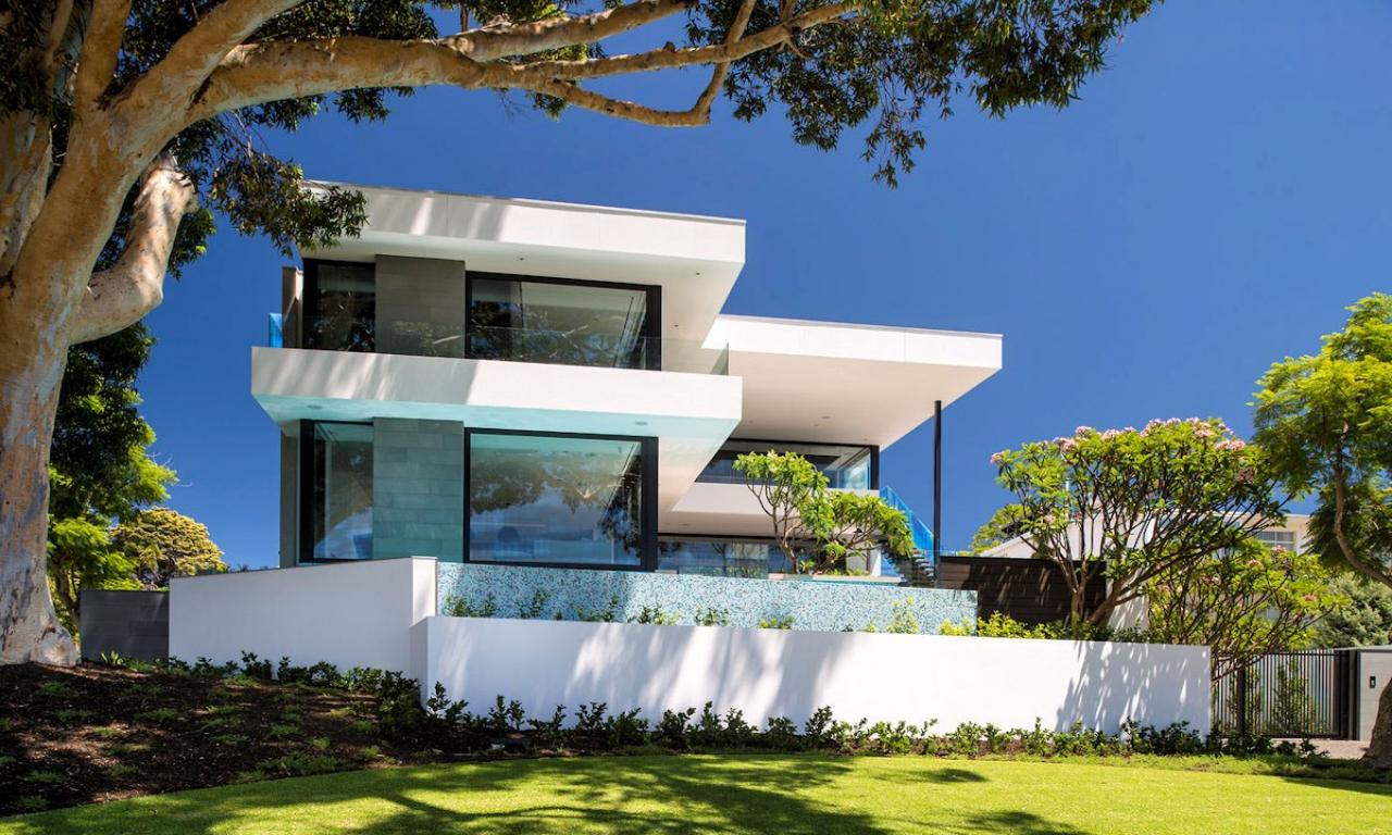 Двухэтажный дом в стиле хай тек