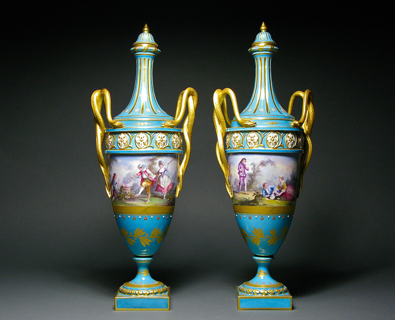 Фарфоровые декоративные напольные вазы