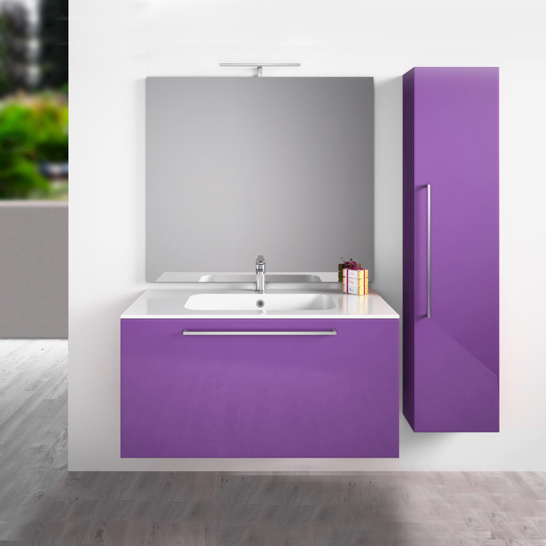 Фиолетовая тумба и шкафчик в ванной