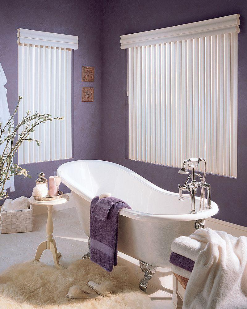 Фиолетово-бежевая ванная в стиле классика