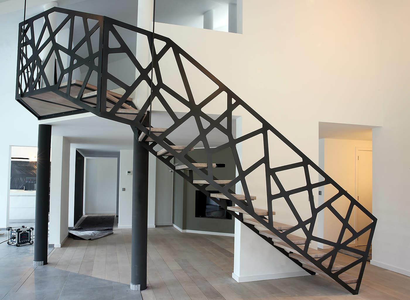 Перила для лестницы геометрические