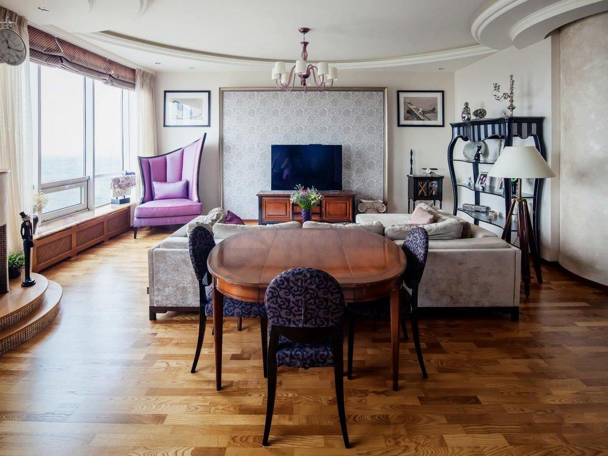Потолок из гипсокартона в гостиной-столовой