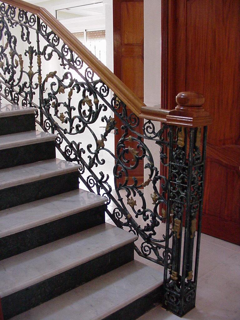 Перила для лестницы художественной ковки