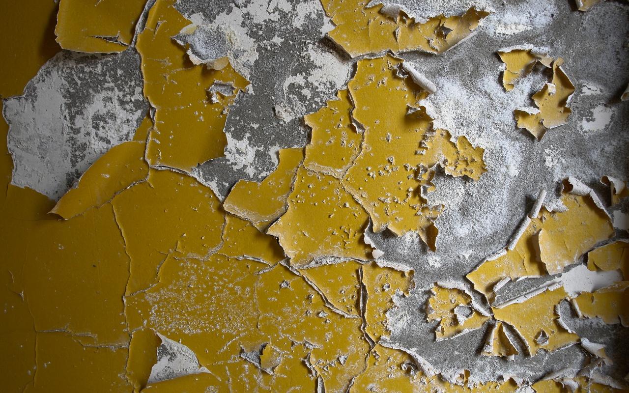 Снять старую краску со стены не так трудно, как кажется