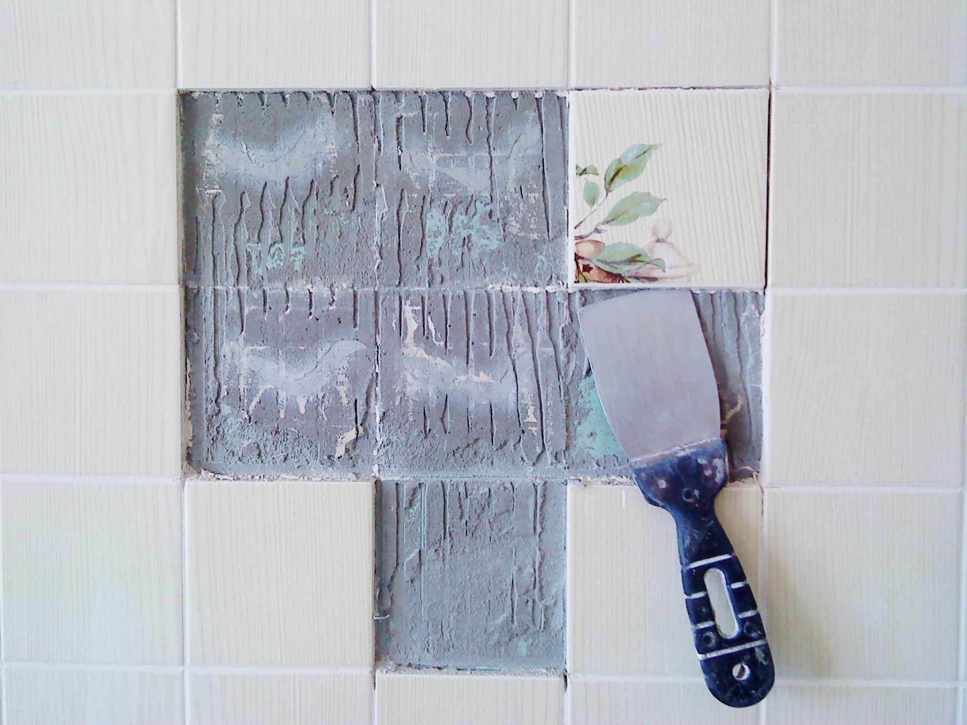 Удаление плитки со стены