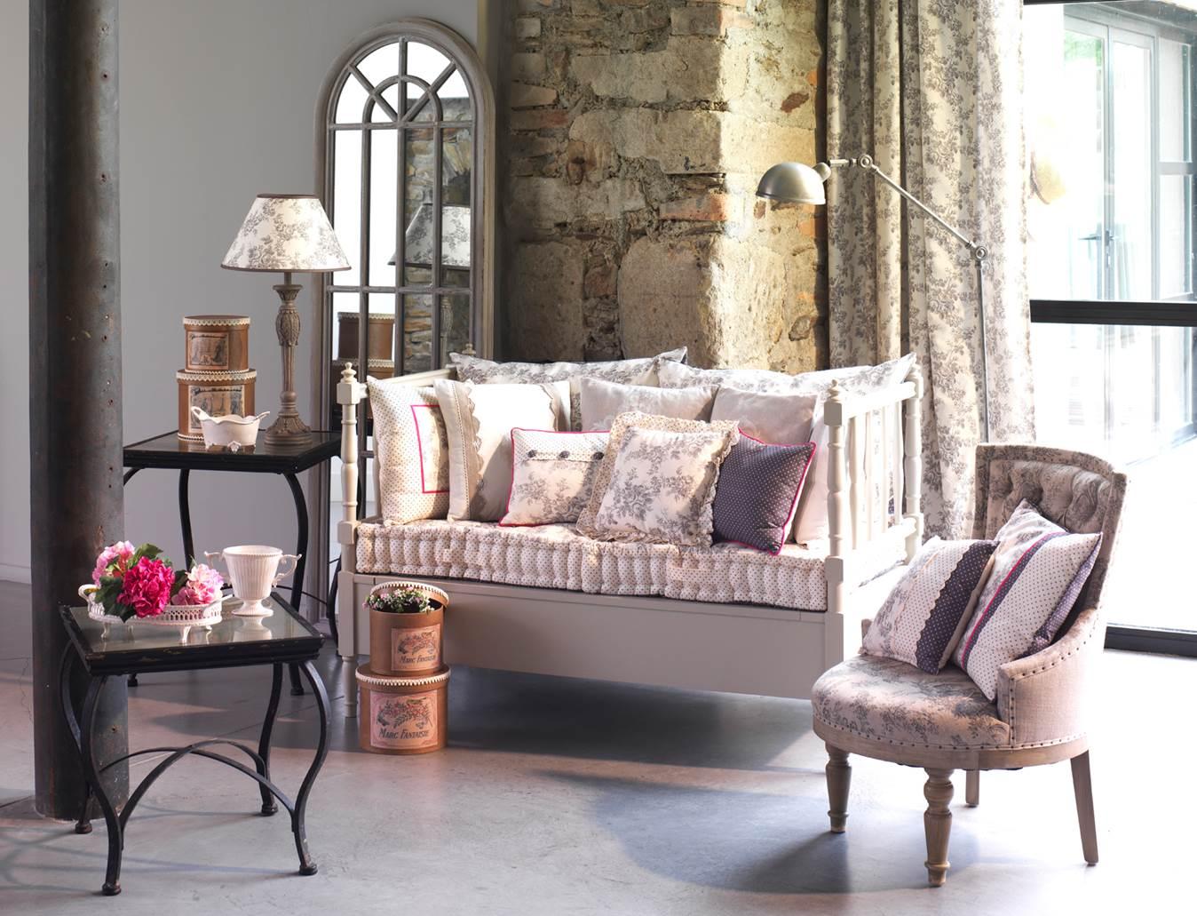 Уютная гостиная в стиле прованс
