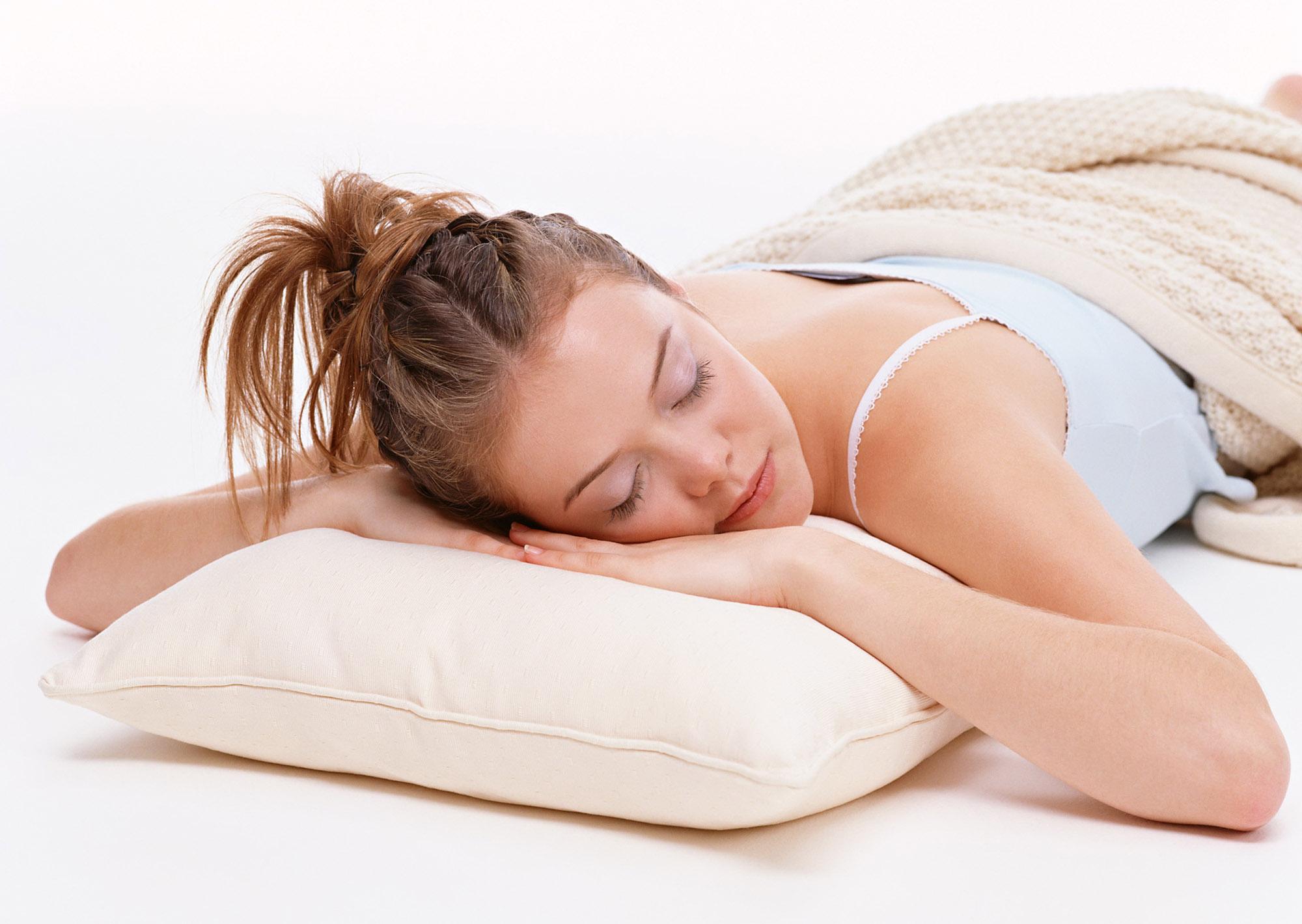 Низкая подушка для сна на животе