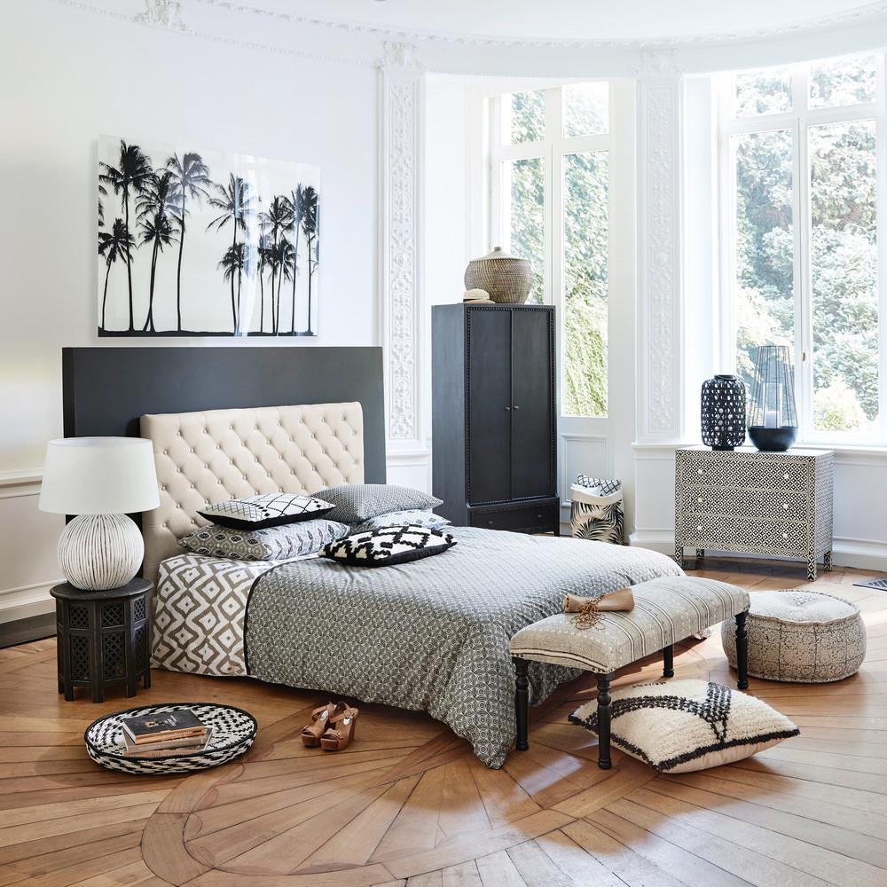 Кровать с мягким изголовьем каретной обивки