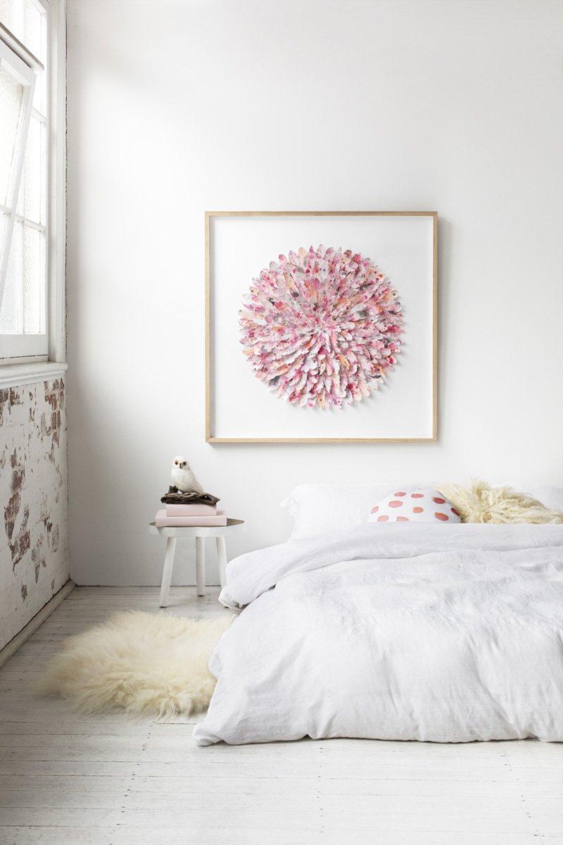 Панно с объемными цветами в спальне