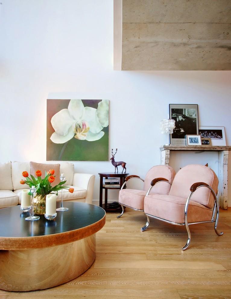 Картина с орхидеей в гостиной по фен-шуй