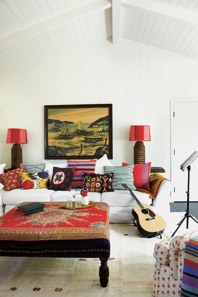 Картина с парусниками в гостиной по фен-шуй