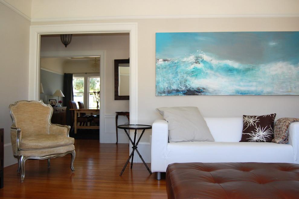 Картина с океаном в интерьере гостиной по фен-шуй