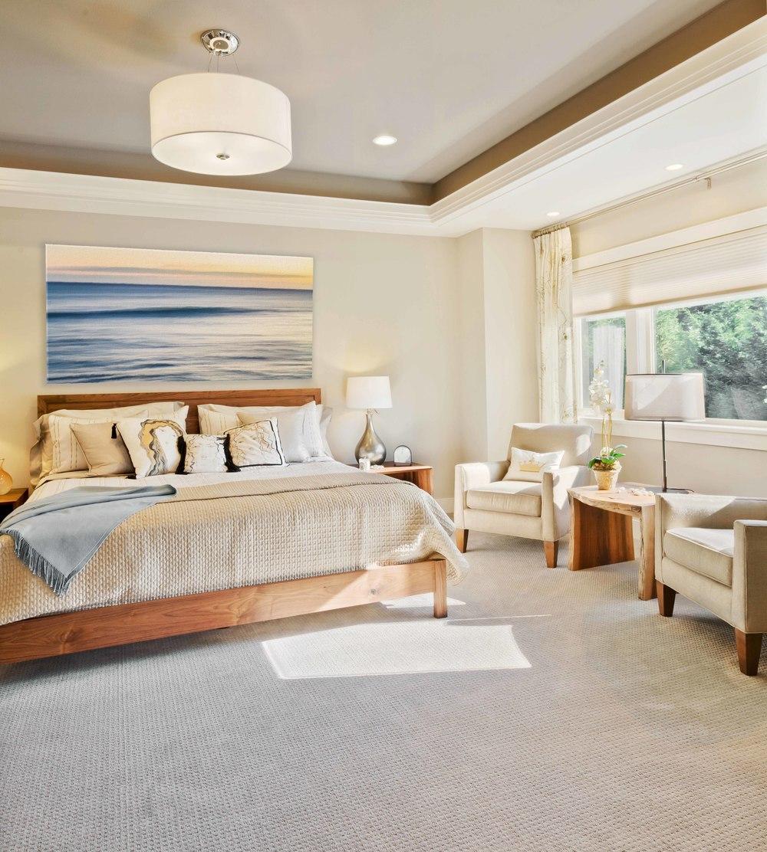 Картина со спокойным морем в спальне по фен-шуй