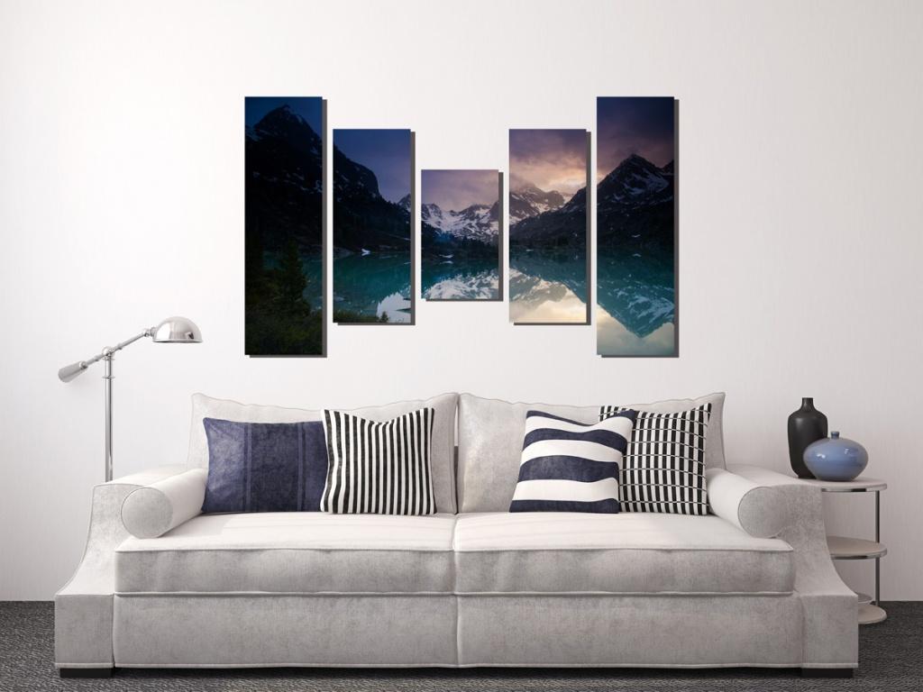 Картина с горами в гостиной по фен-шуй