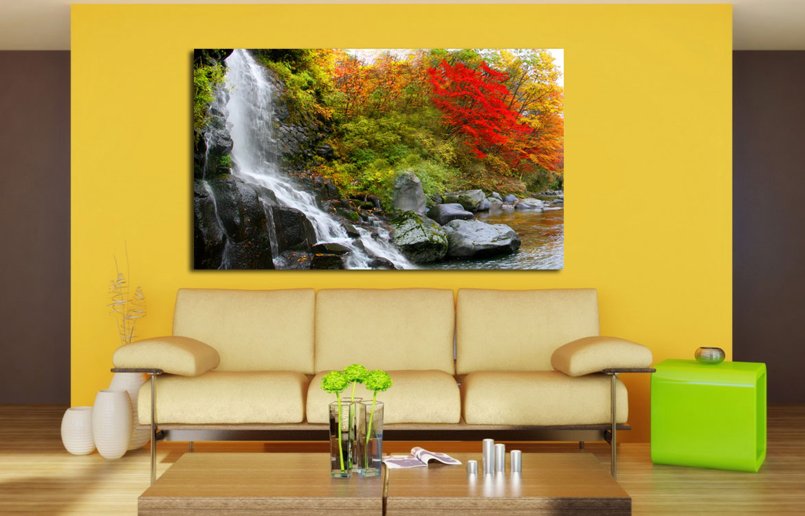 Картина с водопадом в гостиной по фен-шуй