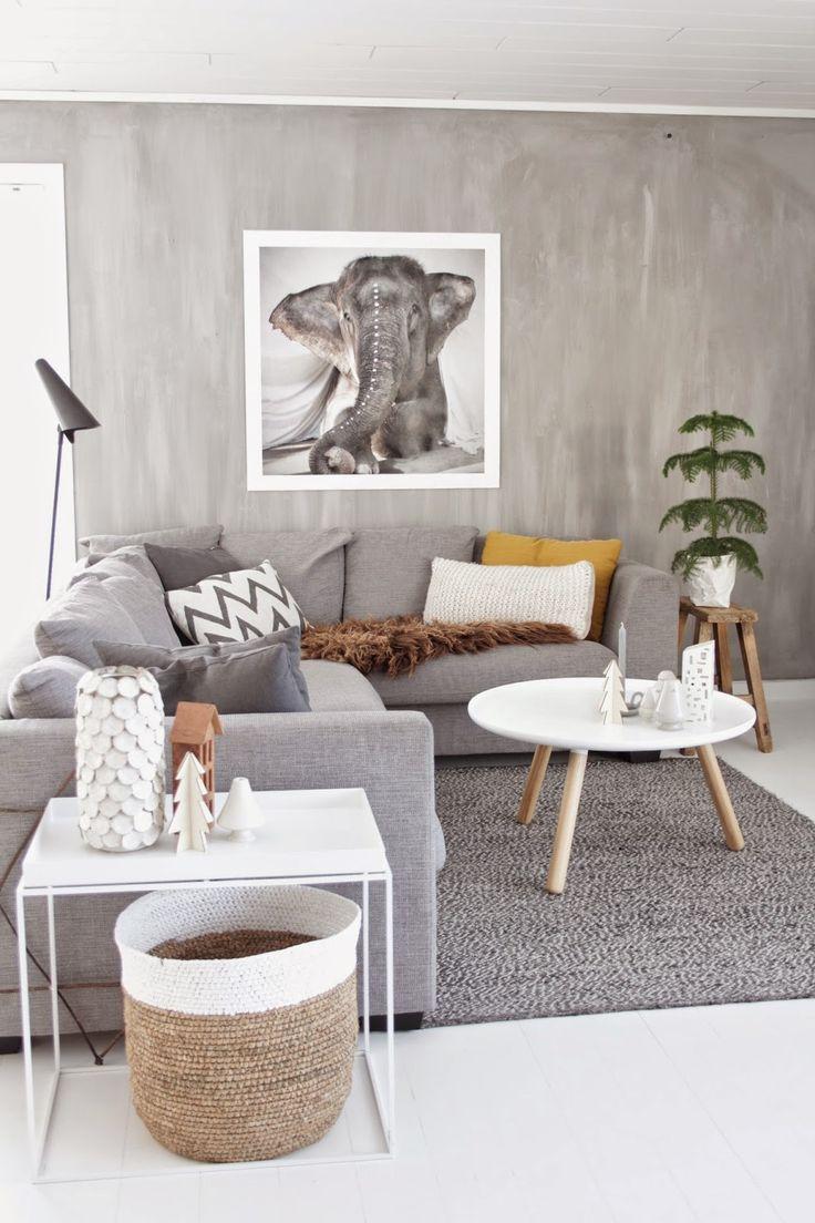Картина со слоном в гостиной по фен-шуй