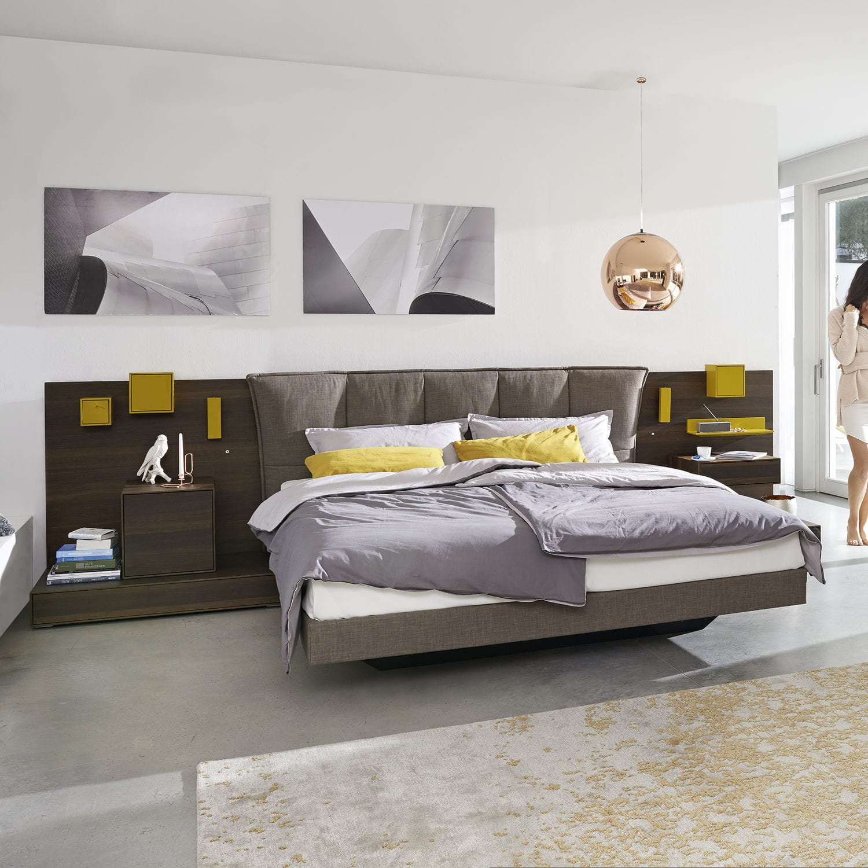 Кровать с мягким изголовьем коричневым