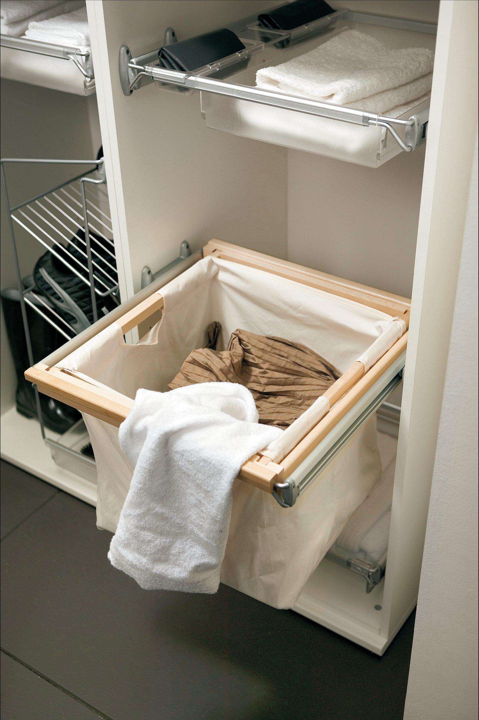 Выкатная корзина для белья в ванную
