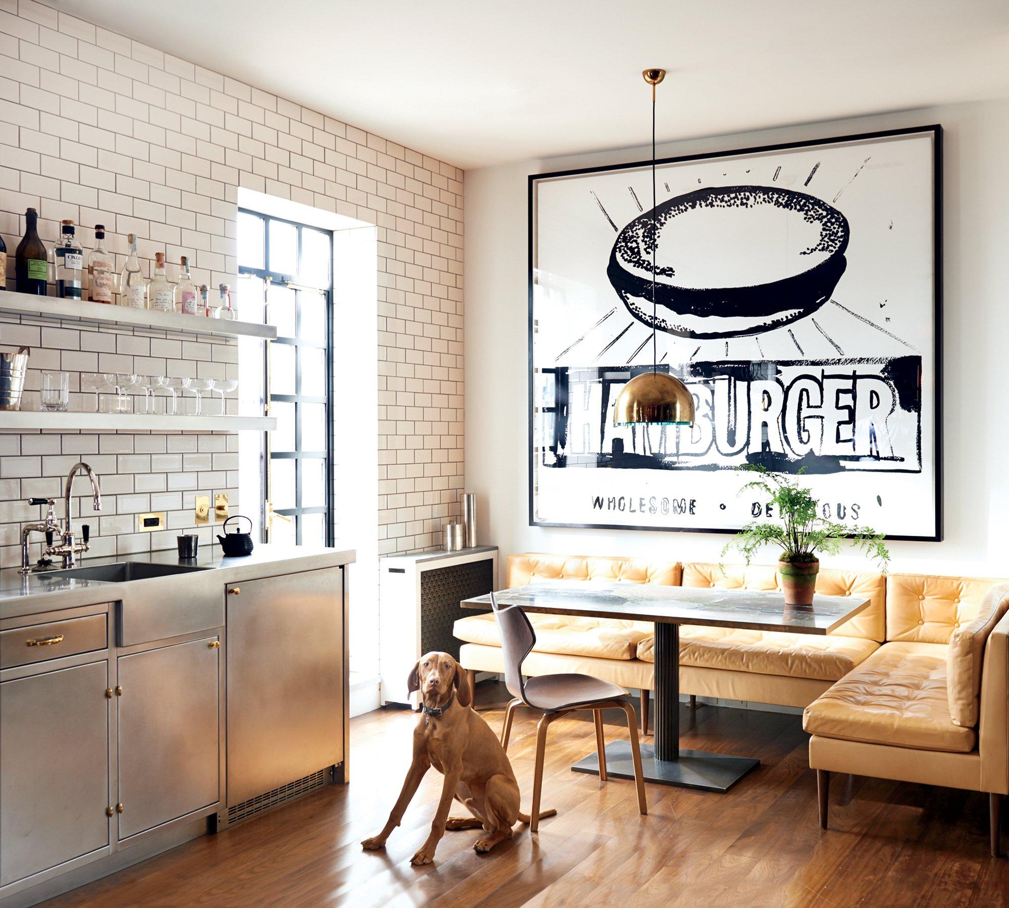 Кухня с диваном кожаным